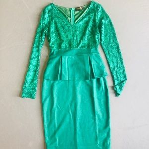 Pinup green dress with lace